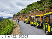 Купить «Aba Sacra Tourist Train, Ribeira Sacra, Heroic Viticulture, Sil river canyon, Doade, Sober, Lugo, Galicia, Spain», фото № 32430605, снято 23 мая 2019 г. (c) age Fotostock / Фотобанк Лори