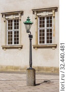 Lamppost in Rigsdagsgarden, Christiansborg palace, Slotsholmen in Copenhagen, Denmark. Стоковое фото, фотограф Николай Коржов / Фотобанк Лори