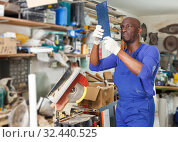 Купить «African-American workman looking at glass samples», фото № 32440525, снято 16 мая 2018 г. (c) Яков Филимонов / Фотобанк Лори