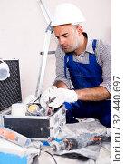 Купить «Worker builder searching tools for repair», фото № 32440697, снято 18 мая 2017 г. (c) Яков Филимонов / Фотобанк Лори