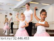 Купить «Ballet teacher and two little girls», фото № 32446453, снято 25 октября 2019 г. (c) Яков Филимонов / Фотобанк Лори