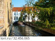 Купить «Старинные кирпичные дома в историческом центре, вдоль канала. Брюгге. Бельгия», фото № 32456065, снято 27 августа 2019 г. (c) Сергей Афанасьев / Фотобанк Лори