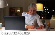 Купить «happy senior woman with laptop at home in evening», видеоролик № 32456829, снято 18 ноября 2019 г. (c) Syda Productions / Фотобанк Лори