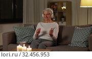 Купить «senior woman in headphones listening to music», видеоролик № 32456953, снято 18 ноября 2019 г. (c) Syda Productions / Фотобанк Лори