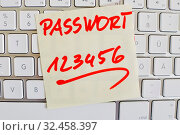 Купить «Ein Notizzettel liegt auf der Tastatur eines Computers zur Erinnerung: Passwort 123456», фото № 32458397, снято 8 июля 2020 г. (c) age Fotostock / Фотобанк Лори