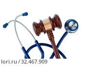 Купить «Richterhammer und Stethoskop, Symbolfoto für Pfusch und Ärztefehler», фото № 32467909, снято 3 июля 2020 г. (c) age Fotostock / Фотобанк Лори