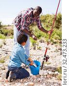 Купить «Boy and his father holding fish on hook», фото № 32473233, снято 26 мая 2019 г. (c) Яков Филимонов / Фотобанк Лори