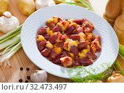 Купить «Raw chicken hearts before prepared at white plate on table», фото № 32473497, снято 18 января 2020 г. (c) Яков Филимонов / Фотобанк Лори