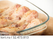 Купить «Baked chicken legs with spices in a glass tray close-up. Selective focus», фото № 32473813, снято 23 октября 2017 г. (c) Юлия Бабкина / Фотобанк Лори