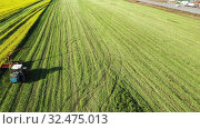 Купить «Сельскохозяйственная техника во время уборки урожая рапса», видеоролик № 32475013, снято 9 июля 2020 г. (c) Евгений Ткачёв / Фотобанк Лори