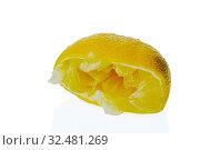 Eine ausgepresste Zitrone auf weißemHintergrund. Symbolfoto für Steuern und Abgaben. Стоковое фото, фотограф Zoonar.com/Erwin Wodicka / age Fotostock / Фотобанк Лори