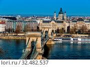 Купить «Ungarn, Budapest. Kettenbrücke und Donau. Die Kettenbrücke ist ein Wahrzeichen der ungarischen Hauptstadt.», фото № 32482537, снято 30 марта 2020 г. (c) age Fotostock / Фотобанк Лори