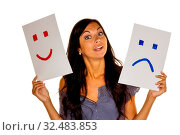 Eine Frau kann sich nicht entscheiden ob sie weinen oder lachen soll. Стоковое фото, фотограф Zoonar.com/Erwin Wodicka / age Fotostock / Фотобанк Лори