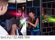 Купить «guy and girl with laser guns», фото № 32488169, снято 27 августа 2018 г. (c) Яков Филимонов / Фотобанк Лори