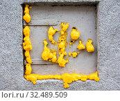 Bei einem Fenster wurde mit PU Schaum wurde abgedichtet. Стоковое фото, фотограф Zoonar.com/Erwin Wodicka / age Fotostock / Фотобанк Лори