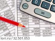 Купить «Ein Taschenrechner liegt auf den Zahlen einer Bilanz uns Statistik. Symbolphoto für Umsatz, Gewinn und Kosten.», фото № 32501053, снято 19 февраля 2020 г. (c) age Fotostock / Фотобанк Лори