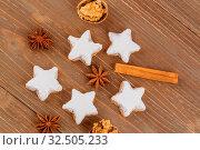 Kekse und Plätzchen für Weihnachten werden gebacken. Стоковое фото, фотограф Zoonar.com/Erwin Wodicka / age Fotostock / Фотобанк Лори