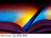 Ein Buch in Blindenschrift geschrieben. Braille Schrift für Blinde. Стоковое фото, фотограф Zoonar.com/Erwin Wodicka / age Fotostock / Фотобанк Лори