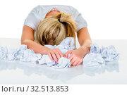 Junge Frau im Büro ist mit der Arbeit überfordert. Burnout bei Arbeit oder Studium. Стоковое фото, фотограф Zoonar.com/Erwin Wodicka / age Fotostock / Фотобанк Лори