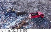 Купить «Вид сверху на огромную свалку токсичных и бытовых отходов. Проблема загрязнения окружающей среды», видеоролик № 32519153, снято 25 февраля 2020 г. (c) Евгений Ткачёв / Фотобанк Лори