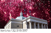Купить «Fireworks over the entrance to the metro station Komsomolskaya. Moscow, Russia», видеоролик № 32519597, снято 27 ноября 2019 г. (c) Владимир Журавлев / Фотобанк Лори