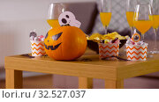 Купить «halloween decorations and treats on table at home», видеоролик № 32527037, снято 18 ноября 2019 г. (c) Syda Productions / Фотобанк Лори