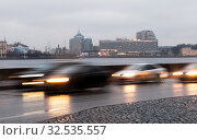 Купить «Транспорт на набережной Кутузова в районе Прачечного моста. Санкт-Петербург», фото № 32535557, снято 29 ноября 2019 г. (c) Румянцева Наталия / Фотобанк Лори