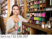 young woman picking candles in craft shop. Стоковое фото, фотограф Яков Филимонов / Фотобанк Лори