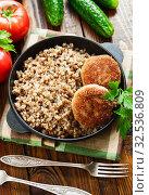 Купить «Buckwheat with burgers», фото № 32536809, снято 25 мая 2019 г. (c) Надежда Мишкова / Фотобанк Лори