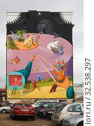 """Купить «Граффити """"Машина времени"""" на торце жилого дома в Москве», эксклюзивное фото № 32538297, снято 14 октября 2014 г. (c) Солодовникова Елена / Фотобанк Лори"""