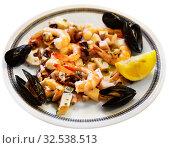 Купить «Frittura di mare, fried assorted seafoods», фото № 32538513, снято 20 января 2020 г. (c) Яков Филимонов / Фотобанк Лори