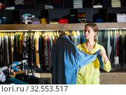 Fashionable woman buys denim shirt. Стоковое фото, фотограф Яков Филимонов / Фотобанк Лори