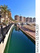 Купить «Doha, Qatar - Nov 23. 2019. Marina on the Pearl Island», фото № 32554337, снято 23 ноября 2019 г. (c) Володина Ольга / Фотобанк Лори