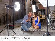 Купить «Photographer talking to young female model», фото № 32555549, снято 5 октября 2018 г. (c) Яков Филимонов / Фотобанк Лори
