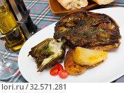 Купить «Cabeza de cordero - spanish dish. Lamb head with artichoke, tomatoes and potatoes», фото № 32571281, снято 7 апреля 2020 г. (c) Яков Филимонов / Фотобанк Лори