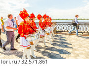 Купить «Russia, Samara, June 2017: beautiful, smart young drummers are marching in a procession dedicated to graduates of schools on the Volga river embankment on a sunny summer day.», фото № 32571861, снято 25 мая 2017 г. (c) Акиньшин Владимир / Фотобанк Лори