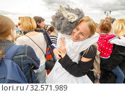 "Russia, Samara, July 2017: actor of the St. Petersburg Theater Non Stop Theater after a street performance hugs a fan on the waterfront at the festival ""Volgafest"" on a summer day. Редакционное фото, фотограф Акиньшин Владимир / Фотобанк Лори"