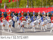 Russia, Samara, May 2017: Beauty drummer at a rehearsal for the Victory Parade in Samara on the Kuibyshev Square on a spring sunny day. Редакционное фото, фотограф Акиньшин Владимир / Фотобанк Лори