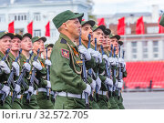 Купить «Russia, Samara, May 2016: The construction of soldiers with rifles for Victory Day at the rehearsal of the parade on Kuibyshev Square on a spring sunny day.», фото № 32572705, снято 7 мая 2017 г. (c) Акиньшин Владимир / Фотобанк Лори