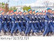 Купить «Russia, Samara, May 2016: The construction of soldiers with rifles for Victory Day at the rehearsal of the parade on Kuibyshev Square on a spring sunny day.», фото № 32572721, снято 7 мая 2017 г. (c) Акиньшин Владимир / Фотобанк Лори