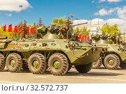 Купить «Russia, Samara, May 2017: BTR-80 armored personnel carrier on Kuybyshev Square on Victory Day on a spring sunny day.», фото № 32572737, снято 7 мая 2017 г. (c) Акиньшин Владимир / Фотобанк Лори