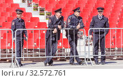 Купить «Russia, Samara, May 2016: police officers observe the law and order on Victory Day at the rehearsal of the parade on Kuybyshev Square on a spring sunny day.», фото № 32572761, снято 7 мая 2017 г. (c) Акиньшин Владимир / Фотобанк Лори