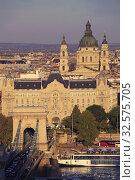 Купить «Hungary, Budapest, skyline, Chain Bridge, Gresham Palace, Basilica, Danube river.», фото № 32575705, снято 12 октября 2019 г. (c) age Fotostock / Фотобанк Лори