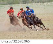 Купить «Kok Boru (Buzkashi), traditional equestrian team sport. Festival on the Suusamyr plain commemorating Mr Koshkomul, a sportsman and folk hero of the last...», фото № 32576965, снято 29 июня 2019 г. (c) age Fotostock / Фотобанк Лори