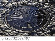 Купить «Люк государственной телефонной сети. Санкт-Петербург», фото № 32589197, снято 8 декабря 2019 г. (c) Владимир Кошарев / Фотобанк Лори