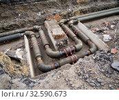 Новые водопроводные трубы уложены изгибом для компенсации теплового расширения. Стоковое фото, фотограф Вячеслав Палес / Фотобанк Лори