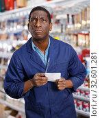 Serious African American workman making list. Стоковое фото, фотограф Яков Филимонов / Фотобанк Лори