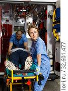 Paramedic team moving man on stretcher. Стоковое фото, фотограф Яков Филимонов / Фотобанк Лори