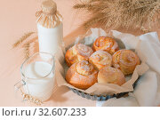 Купить «Food, pastry, baking. Freshly baked homemade snail buns with milk in a jug and a glass bottle. Balanced nutrition, proteins and carbohydrates, cereals», фото № 32607233, снято 30 ноября 2019 г. (c) Светлана Евграфова / Фотобанк Лори