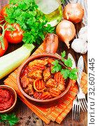 Купить «Мясо с овощами в томатном соусе», фото № 32607445, снято 3 декабря 2019 г. (c) Надежда Мишкова / Фотобанк Лори